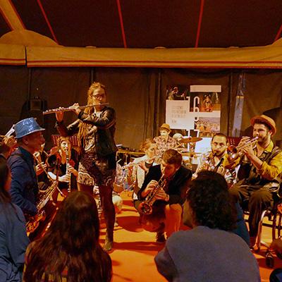 fanfare ephemere festival-du-bitume et des plumes besancon