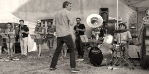 atelier du surnatural orchestra, fanfare éphemere au festival du bitume et des plumes