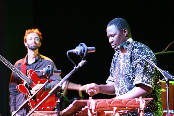 NIARAMY-concert-festival-du-bitume-et-des-plumes